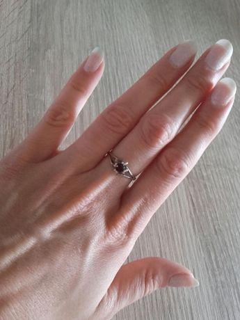 Srebrny pierścionek z granatem staruszek średnica ponad 18 mm srebro