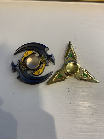 Спиннеры золотой и в форме кинжала