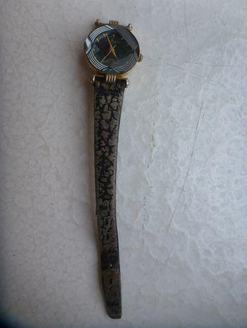 Pozłacany, kwarcowy zegarek damski Lee Cardeen VIP