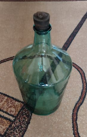 Бутыль 10л (1шт) и 20л (1шт).