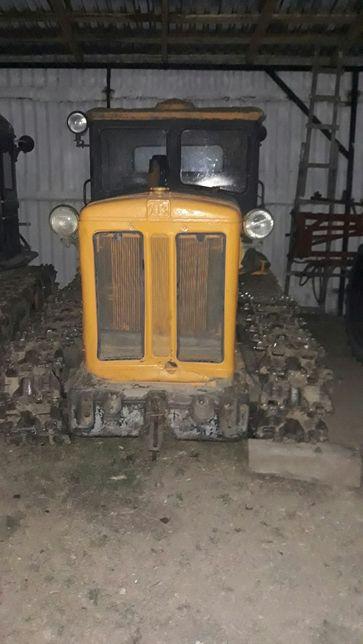 Продаєця трактор Т-74