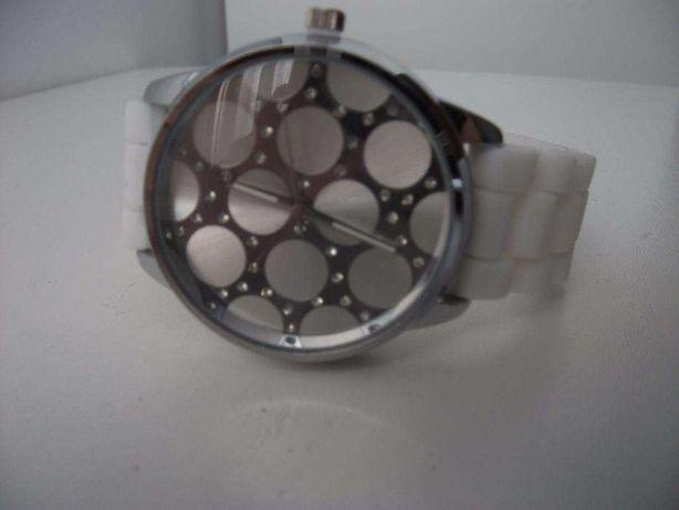 Relógio para Senhora muito bonito bracelete branca