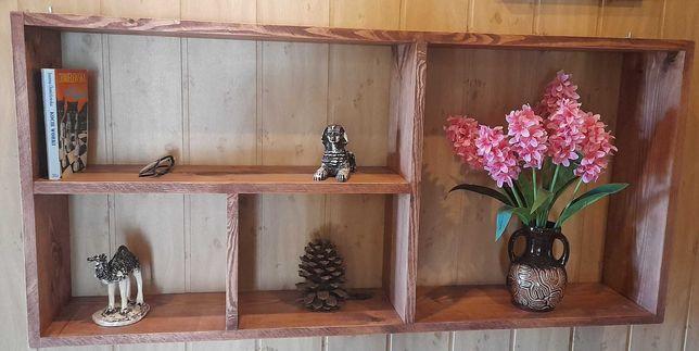 Wisząca półka z drewna sosnowego na książki, gry