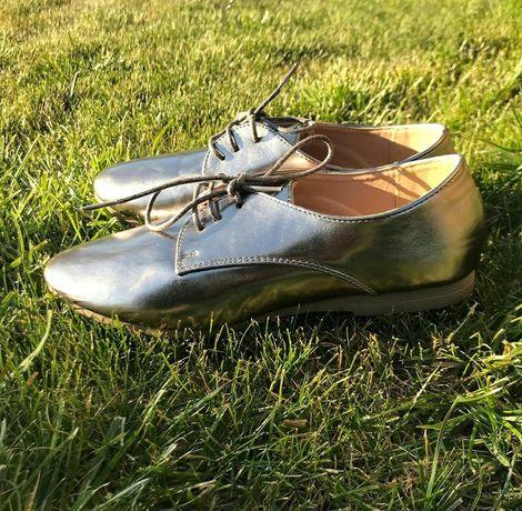 Удобные серебристые туфли броги, 38-39 р