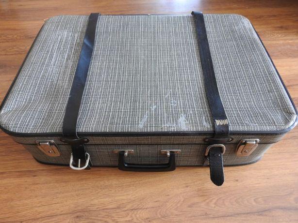 Stara duża walizka
