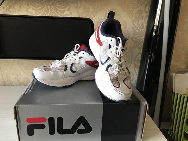 Продам кроссовки Fila размер 34