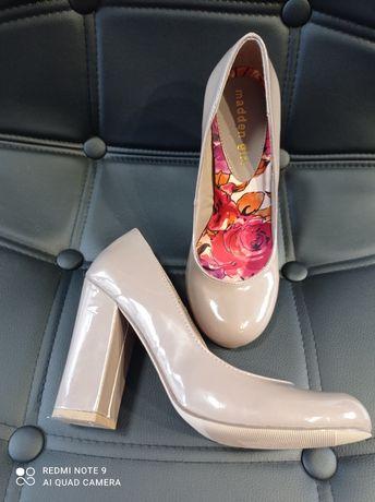 Продам классные женские лаковые туфли ,новые .