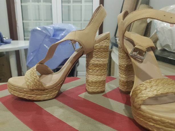 Sandálias aldo nude