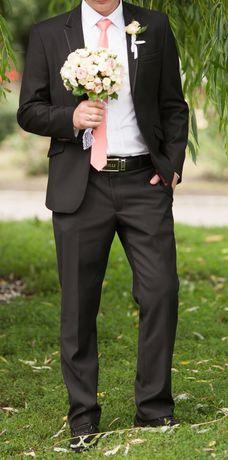 Продам мужской костюм срочно