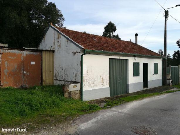 Moradia M2 p/remodelar, com 500 m2 de terreno, Oiã, Oliveira do Bairro