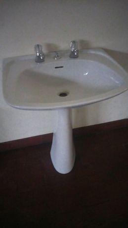 Vendo Lavatório completo c/novo s/uso C/ torneira