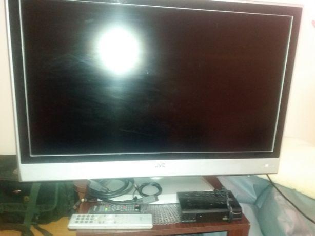Sprzedam telewizor lcd JVC +TUNER DVBT I Przewody