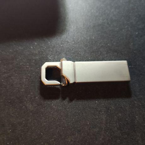 Новый USB накопитель (флешка) 4 ГБ.с карабином.