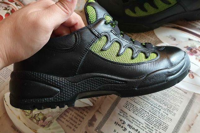 Кожаные кроссовки 37 размер