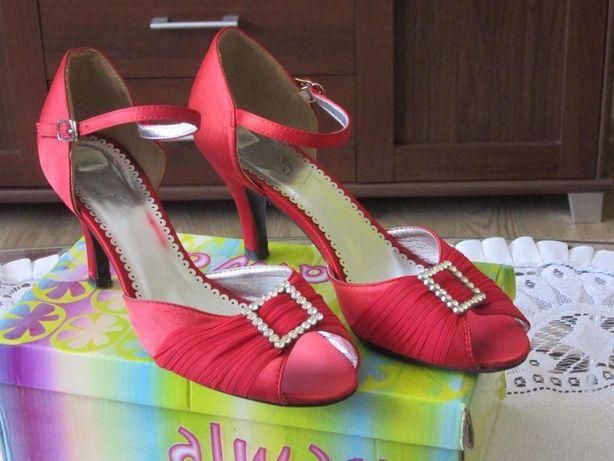 Sprzedam czerwone buty rozmiar 40