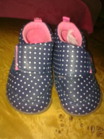 фирменные ботиночки-пинетки для малыша CARTERS
