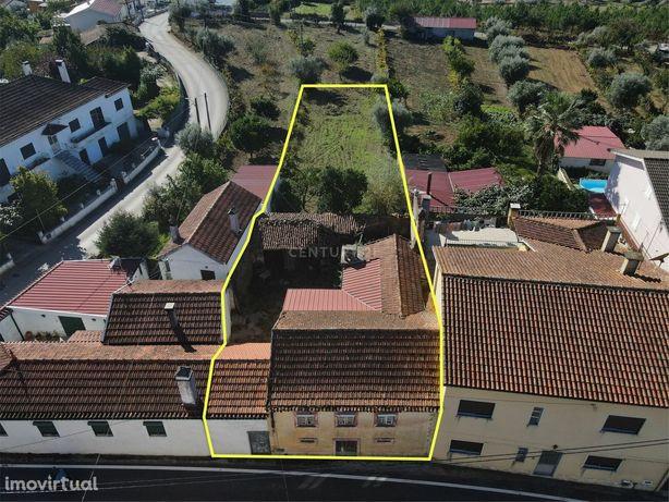 Moradia antiga com terreno em local sossegado - Ponte Velha Lousã