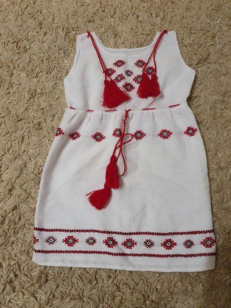 Платье в украинском стиле на 2-3 года.