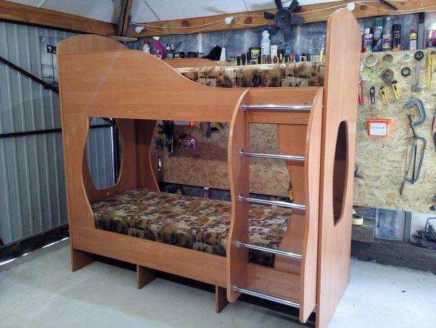 Двухярусная кровать с матрасами двухэтажная