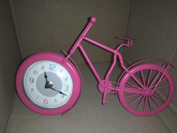Интерьерные часы в форме велосипеда.