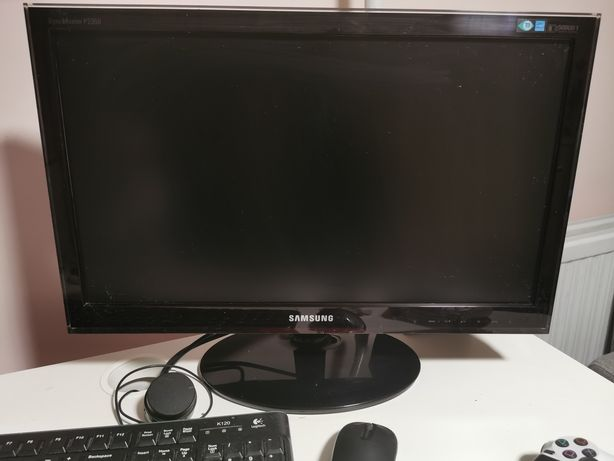Komputer wraz z monitorem