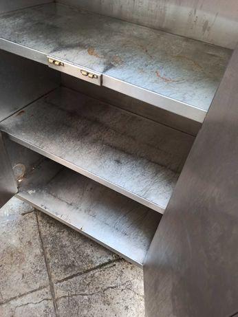 Armário de inox com prateleiras