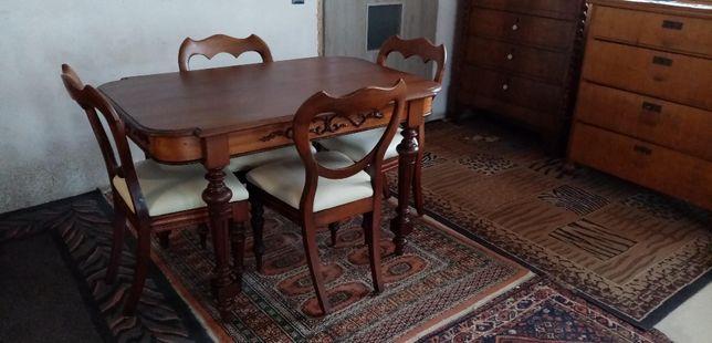 Stylowy komplet: machoniowy stół i 4 krzesła (antyk)