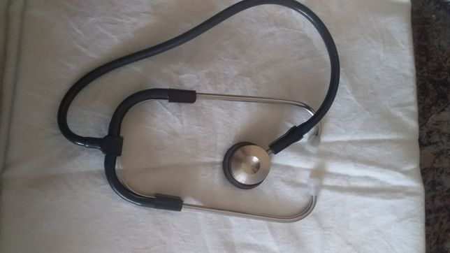 Медичне обладнання (рефлектор, стетофонелоскоп, шприц)