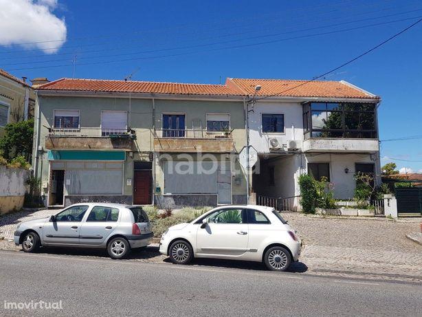 Edifícios para venda localizados em Loures