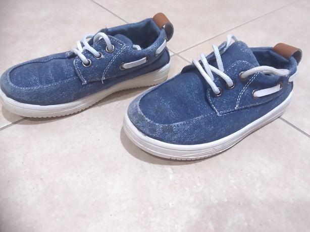 Sapatos tamanho 27 como novos