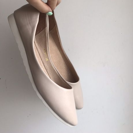 Бежевые балетки