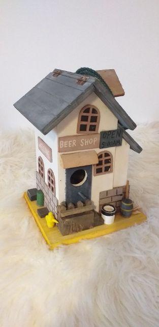 Budka dla ptaków, domek dekoracja. Drewno.