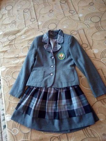 Школьная форма для девочки. Сарафан, пиджак и юбка.