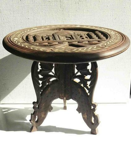Винтажный чайный столик (музейный экспонат)