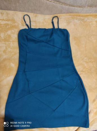 Сукня лазурового кольору на тонких бретельках