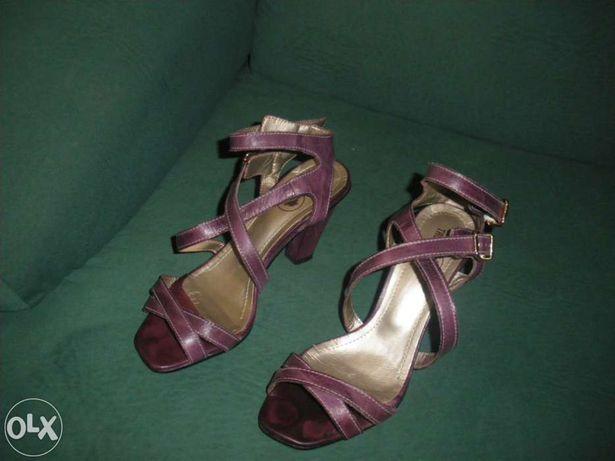 Sandalias muito pouco uso em pele roxas trofland