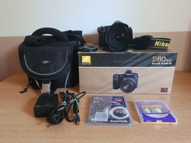 Nikon D80 + Obiektyw Nikkor 18-200VR plus dodatki