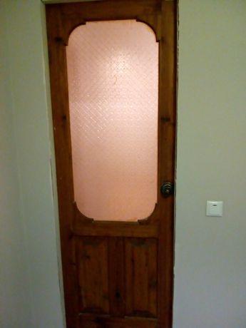 Межкомнатная дверь со стеклом с обналичкой