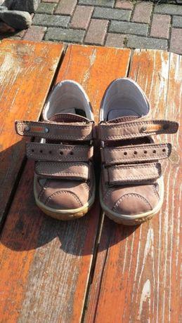 Dziecięce buciki skórzane
