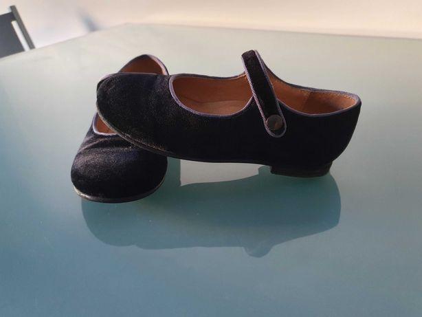 Vendo sapatos pretos tamanho 28 em excelente estado