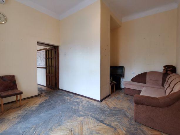 Продам недорого 3-к квартиру в центре Киева по ул Гончара 77, этаж 3
