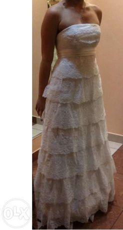 Suknia ślubna Savannah z hiszpańskiej koroni z długim welonem