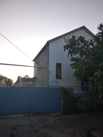 Цена снижена! Продается двухэтажный дом в 100 метрах от Черного моря.
