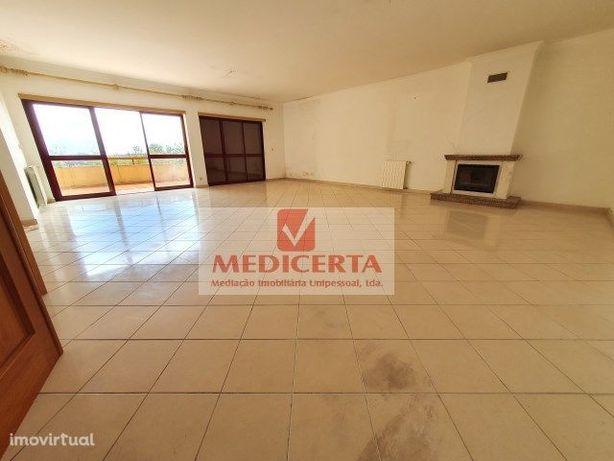 Belas Clube de Campo T3 Duplex + Terraço + 2 Parqueamentos