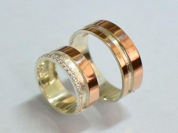Пара обручальных колец из серебра с золотом
