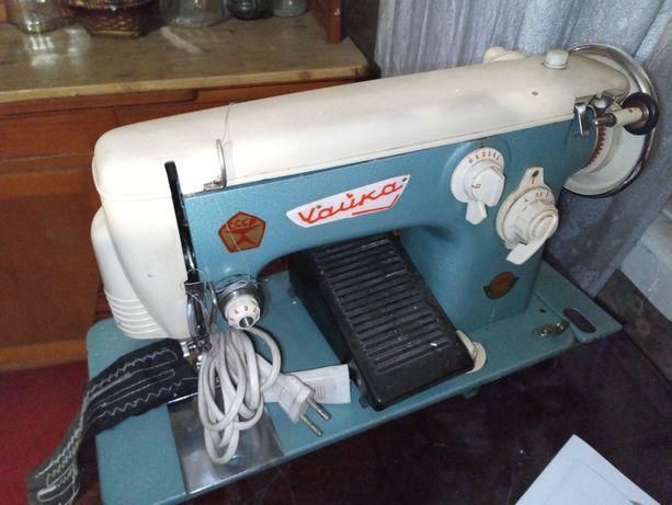 Швейная машинка Чайка винтажная