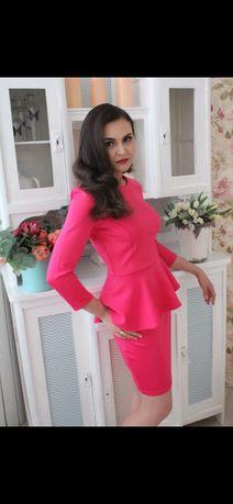 Платье Mohito S- M розовое с баской баска нарядное платье