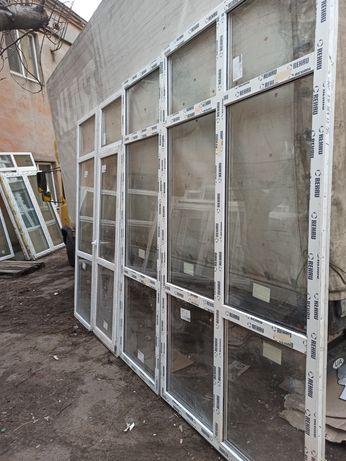 Окна панорамные с дверью. REHAU 300Х255