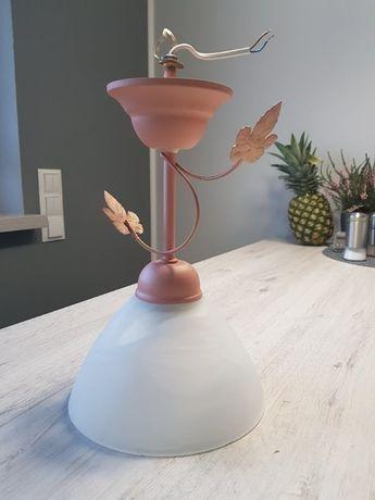 Lampa z motywem liści