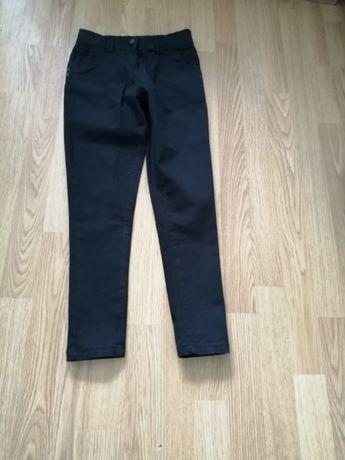 Spodnie dziewczęce czarne.
